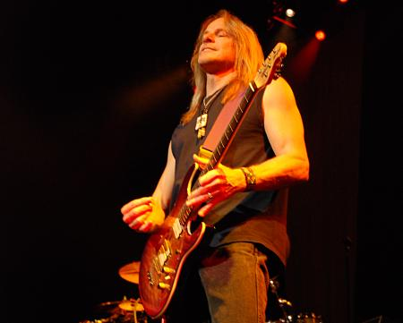 Steve Morse. Photo © 2007 Nick Soveiko, CC-BY-SA.