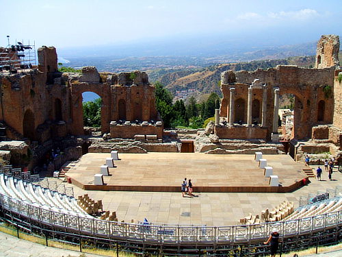 Teatro Antico di Taormina; Photo © 2007 LeZibou, CC-BY-SA http://commons.wikimedia.org/wiki/File:Taormina_TheatreAntique_02.jpg